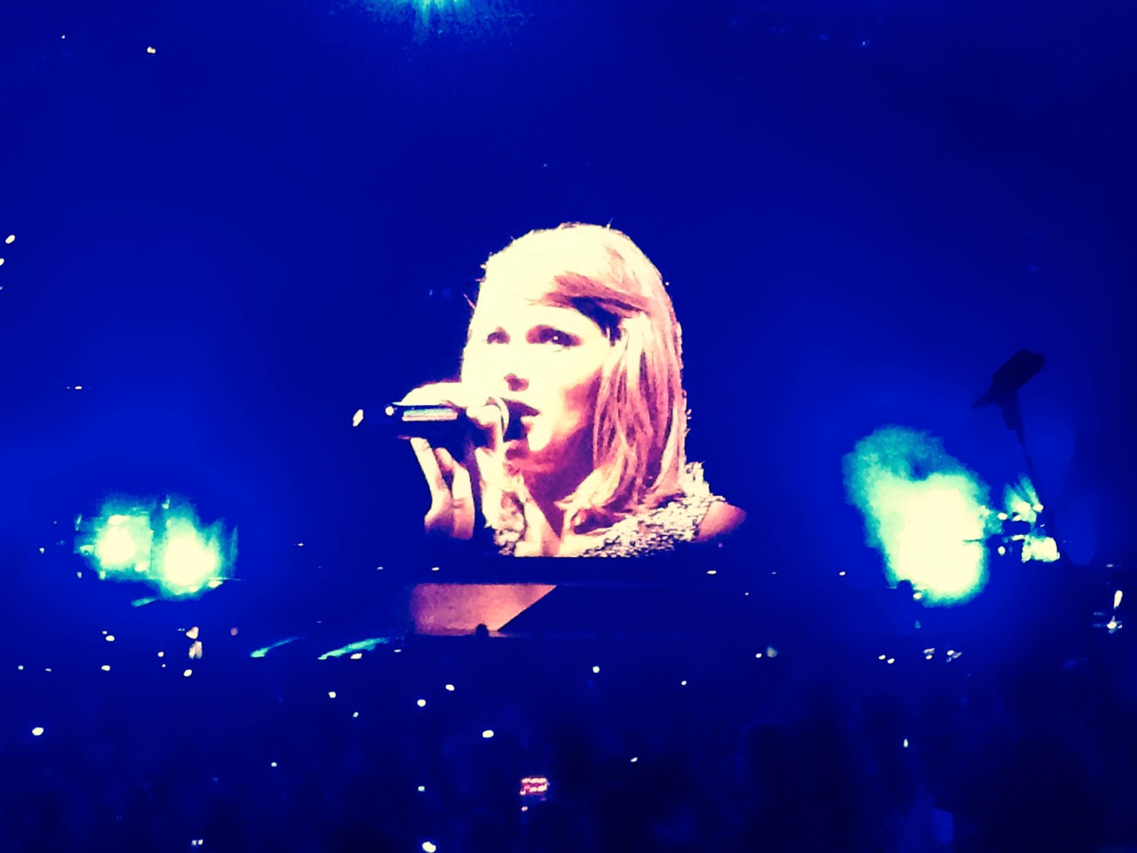 taylor-swift-video-screen